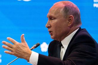 Президент России во время выступления на пленарном заседании Российской энергетической недели в Москве, 3 октября 2018 года