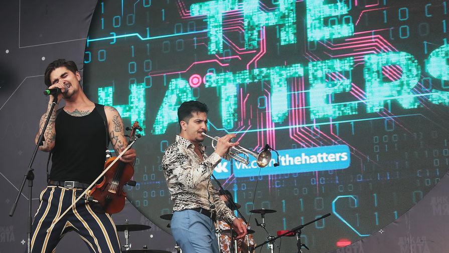 Выступление группы «The Hatters» на музыкальном фестивале «Дикая мята» в Тульской области, 2019 год