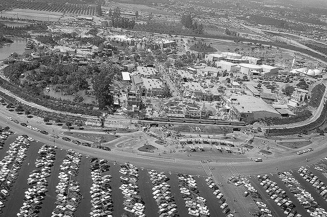 Открытие парка развлечений в Анахайме 17 июля 1955 года с высоты птичьего полета