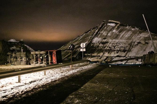 На месте обрушения моста в Оренбурге, 2 декабря 2019 года