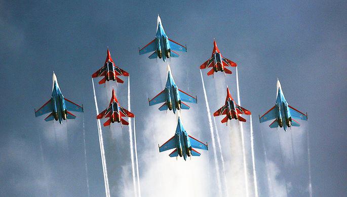 «Русские Витязи» поразили зрителей новой фигурой высшего пилотажа