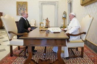 Президент России Владимир Путин и папа Римский Франциск во время встречи в Ватикане, 4 июля 2019 года