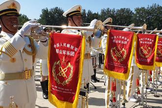 Репетиция военнослужащих разных родов войск армии Китая к параду в честь 70-летия образования КНР, который состоится 1 октября