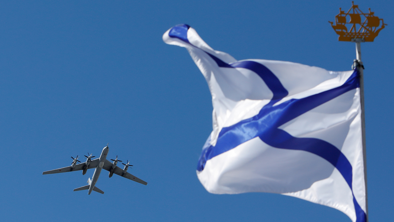 Дальний противолодочный самолет Ту-142 во время Главного военно-морского парада в честь Дня Военно-Морского Флота России, 26 июля 2020 года