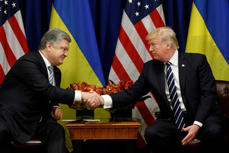 Президент Украины Петр Порошенко и президент США Дональд Трамп во время встречи в рамках Генассамблеи ООН в Нью-Йорке, 21 сентября 2017 года