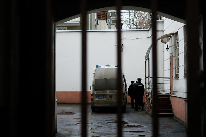 У здания Замоскворецкого суда после вынесения приговора Алексею Улюкаеву, 15 декабря 2017 года