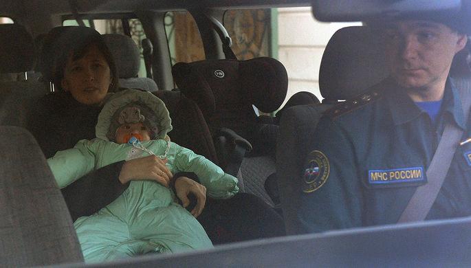 Ваня Фокин с матерью Ольгой в салоне автомобиля после выписки из московского Научно-исследовательского института неотложной детской хирургии и травматологии, февраль 2019 года