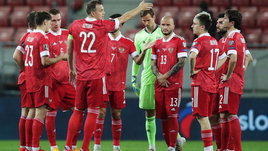 Игроки сборной России в матче отборочного турнира чемпионата мира по футболу 2022 между сборными командами Словакии и России, 30 марта 2021 года