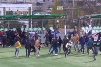 На матче во Владимире состоялась массовая драка фанатов