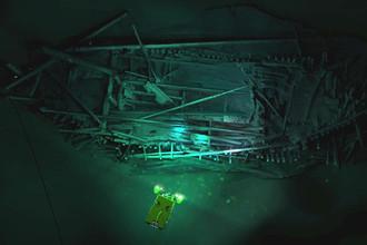 «Обломки представляют собой настоящий подарок, это увлекательное открытие, поскольку они удивительно сохранились благодаря анокс отсутствию кислорода в водах Черного моря на глубине более 150 м», — говорит профессор Джон Адамс, основатель и директор центра морской археологии в университете Саутгемптона