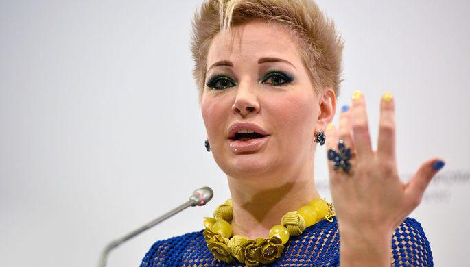 «Вам какое дело?»: Максакова отчитала зевак у могилы Целиковской