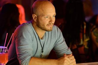 Актер Никита Панфилов во время съемок фильма «30 свиданий» в одном из московских клубов, 2015 год