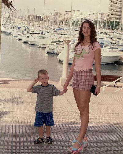 Наталья Сенчукова с сыном Васей на отдыхе, 2001 год