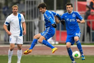 Юрий Жирков (в центре) вновь играет и вновь забивает