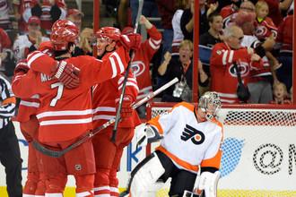 «Флайерз» проиграли «Каролине» и «улетели» на последнее место в турнирной таблице НХЛ