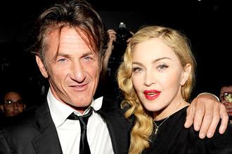 <b>Мадонна и Шон Пенн.</b> Певица и актриса тоже имела несколько неудачных браков &mdash; с актером Шоном Пенном она прожила три года, с режиссером Гаем Ричи &mdash; восемь.