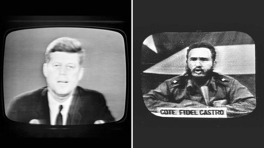 Слева: президент Джон Кеннеди во время телеобращения к жителям США о морской блокаде Кубы, 22...