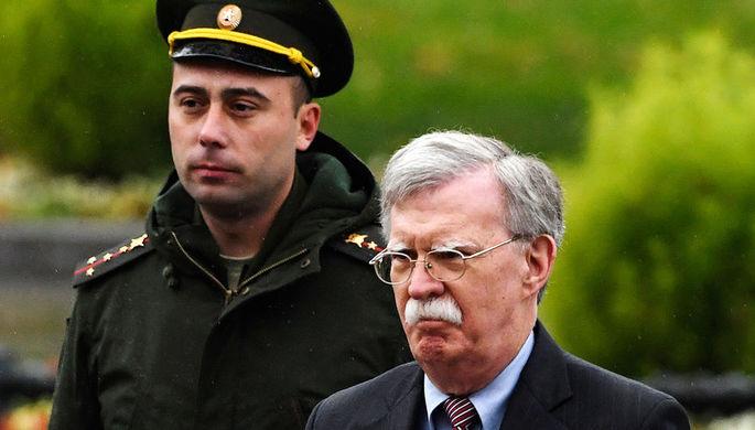 Болтон обвинил Венесуэлу в заключении оборонного контракта с Россией