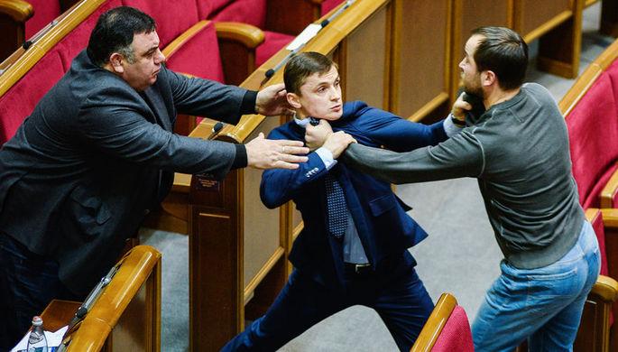 Депутаты на заседании Верховной рады Украины в Киеве, декабрь 2016 года