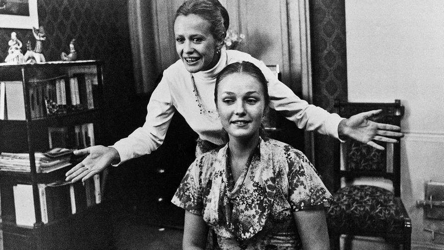 Съемки фильма «Дамы приглашают кавалеров», 1981 год. Нюра — актриса Марина Нееелова, Раиса — актриса Наталья Андрейченко