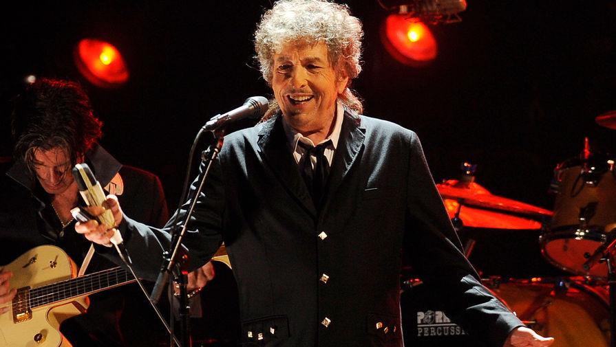 В 2006 году Боб Дилан представил пластинку «Modern Times», которая заняла первые позиции в чартах в США. Манера исполнения постаревшего музыканта сильно огрубела, но это не помешало критикам высоко оценить работу и вручить исполнителю «Грэмми» за лучший сольный рок-проект.