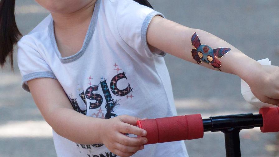 Ученые предупредили о вреде переводных татуировок