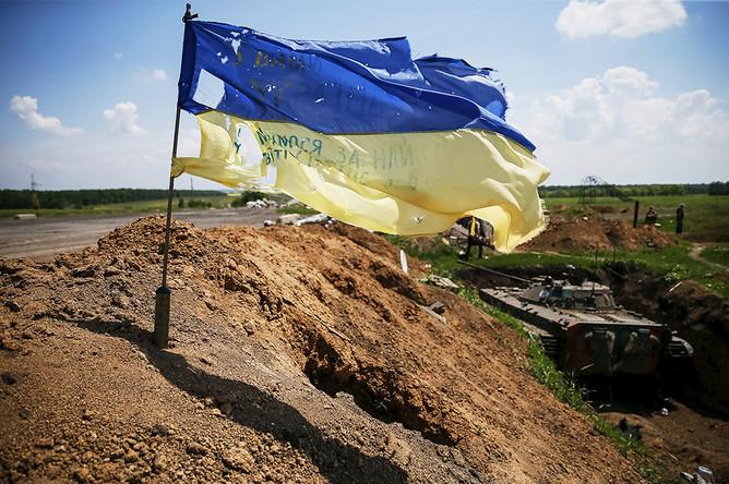 Украинский флаг в поселке Марьинка