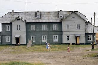 Здание на Соловках, где располагалась административная часть Соловецкого лагеря особого назначения в 1923-37 годах, 1989 год