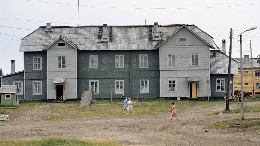 Здание на Соловках, где располагалась административная часть Соловецкого лагеря особого назначения в...