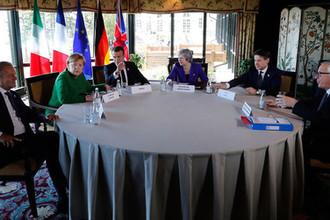 Председатель Евросовета Дональд Туск, канцлер ФРГ Ангела Меркель, канадский премьер Джастин Трюдо, премьер-министр Великобритании Тереза Мэй, итальянский премьер Джузеппе Конте и председатель Еврокомиссиии Жан-Клод Юнкер во время саммита G7 в Квебеке, 8 июня 2018 года
