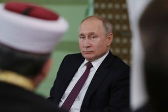 Президент России Владимир Путин во время встречи с представителями общественности Республики Крым и Севастополя, 18 марта 2019 года