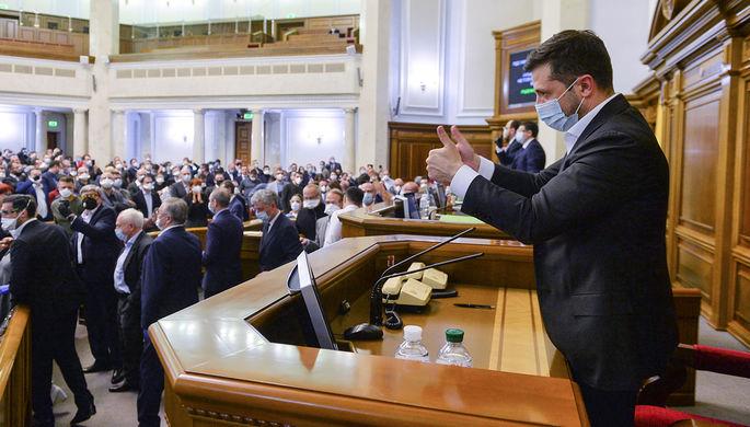 Президент Украины Владимир Зеленский на заседании Рады в Киеве, 31 марта 2020 года