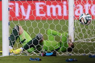 Игорь Акинфеев в матче против Южной Кореи на ЧМ-2014
