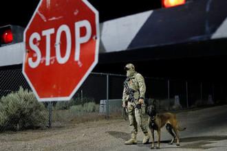 Американский военнослужащий у входа в Зону 51 в Штате Невада, США, 20 сентября 2019 года
