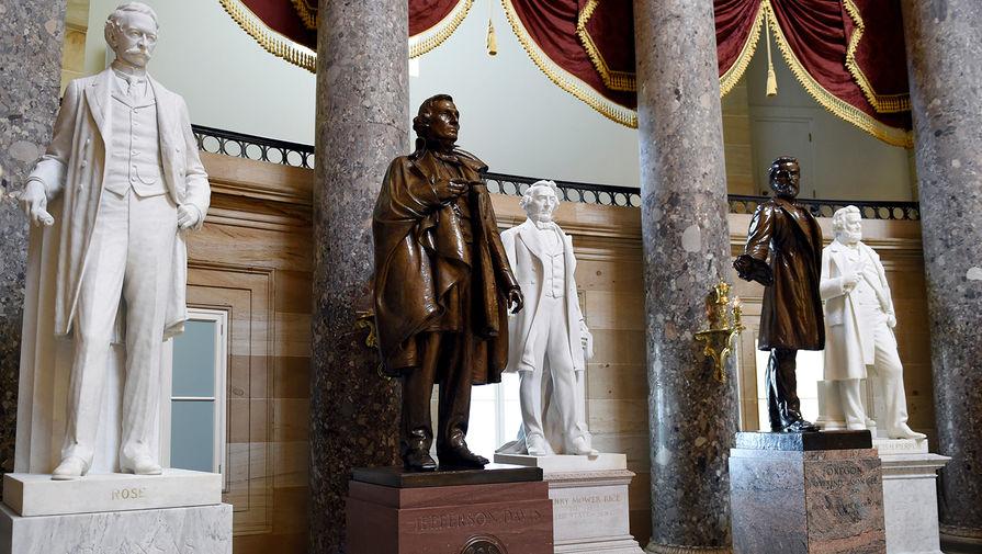 В конгрессе США одобрили демонтаж статуй конфедератов в Капитолии