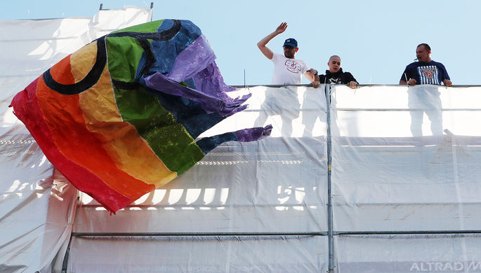 «Жить плохо, но достойно»: тема ЛГБТ встала между Польшей и Евросоюзом