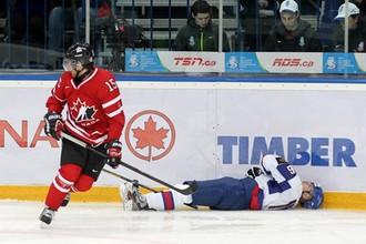 Канадец Энтони Камара только что нанес серьезную травму словаку Патрику Луже