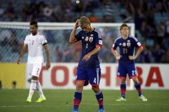 Кейсуке Хонда (на переднем плане) сделал голевую передачу в конце матча, но не забил в серии пенальти