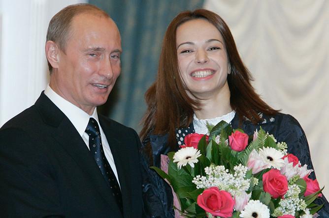 В 2007 году президент России Владимир Путин присвоил балерине Диане Вишневой почетное звание народной артистки Российской Федерации
