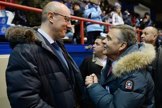 Глава IIHF Рене Фазель (справа) и президент КХЛ Дмитрий Чернышенко