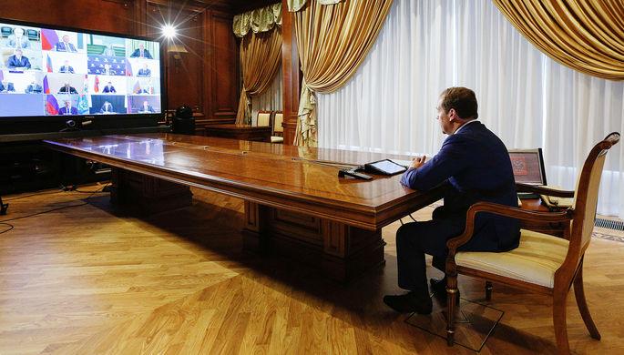 Вертолетные деньги: Медведев предложил ввести в России базовый доход