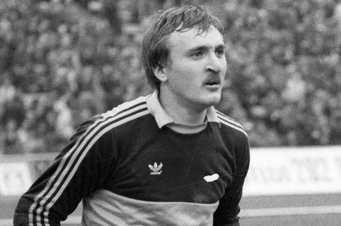 Вратарь сборной команды СССР по футболу Виктор Чанов во время матча, 1982 год
