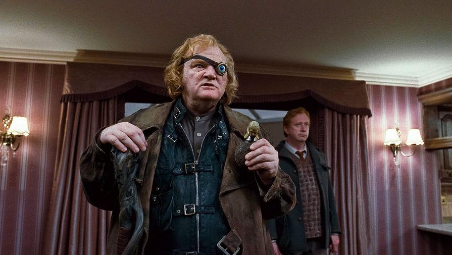 Брендан Глисон в сцене из фильма «Гарри Поттер и Дары Смерти: Часть I» (2010)