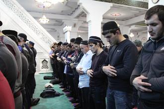 На общедагестанском мавлиде в честь дня рождения пророка Мухаммада в центральной Джума-мечети
