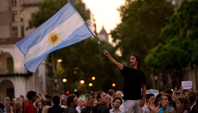 Министр финансов Аргентины ушел с поста из-за падения песо
