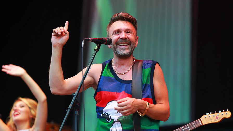 Лидер группы «Ленинград» Сергей Шнуров на «Пикнике Афиши» в Москве, 2016 год