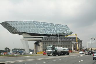 Здание администрации порта Антверпена — творение проектного бюро знаменитой Захи Хадид