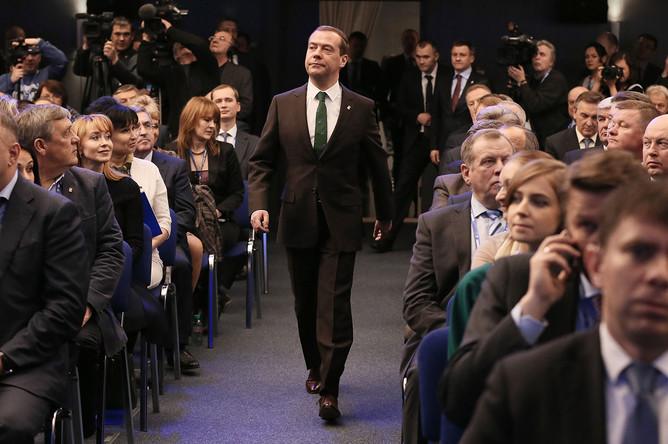 Председатель правительства России Дмитрий Медведев перед началом заседания фракции «Единая Россия» в Госдуме, 7 февраля 2017 года