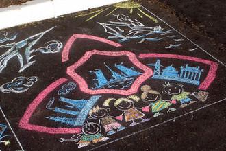 Логотип компании АО «Заслон» во время конкурса рисунка на асфальте