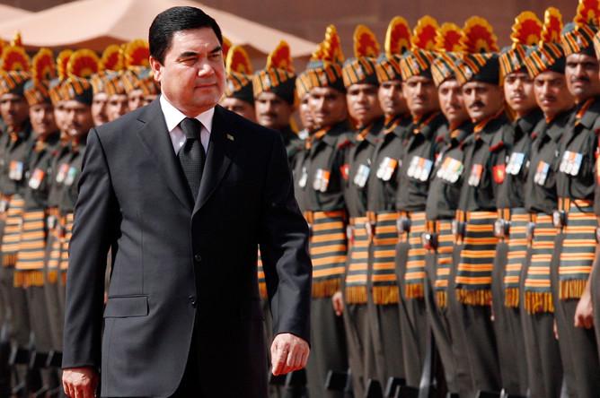 Президент Туркмении Гурбангулы Бердымухамедов во время встречи в Нью-Дели, 2010 год